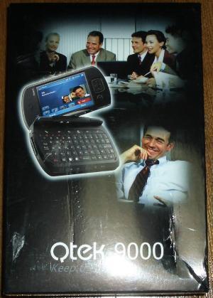Qtek9000りパッケージ。端がちょっと破れてて、鬱・・